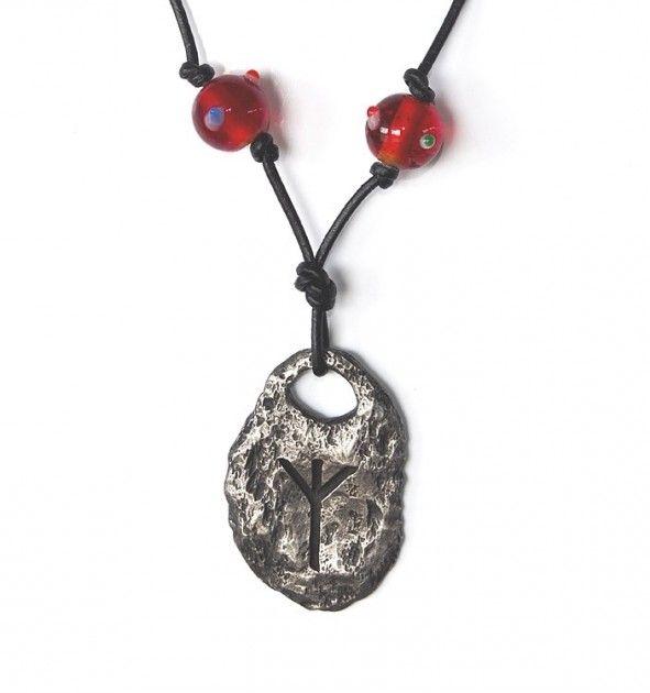 Runen Algiz,eolh,algiR,elgr,elgur,elg. Runeanheng med vikingperler. Denne runen er klart positiv og meget beskyttende ifølge gammel tro. Den åpner opp for erkjennelsen når man trenger healing og beskyttelse.  Runen betyr Elg og tilhører Hagals ætt ( slekt