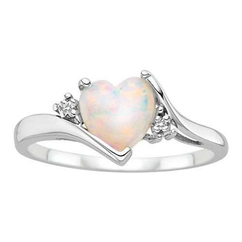I am absolutely in love with this opal ring.! It's sooo pretty....pinned by ♥ wootandhammy.com, thoughtful jewelry.