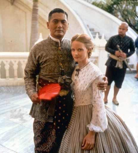 on set Anna and the King (1999) Jodie Foster as Anna Leonowens and Chow Yun-Fat as King Mongkut of Siam. #CostumeDesign: Jenny Beavan