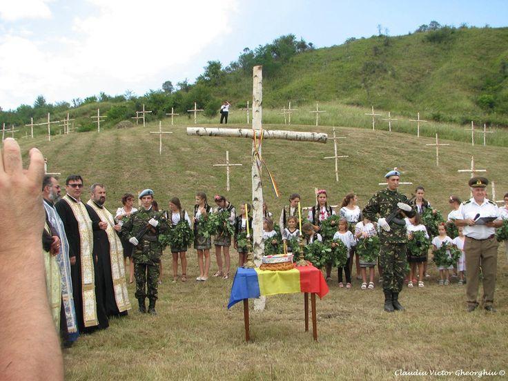 13 august 2017: autorităţile şi locuitorii satului Caşin au făcut un gest de îndreptare pe locul unde a existat un cimitir militar, cu peste 3500 de eroi ai neamului. Acesta este unul dintre cele mai mari cimitire ale eroilor, după prima conflagraţie mondială, la noi în ţară. S-au montat 111 cruci de mesteacăn, la fel ca cele din urmă cu 100 de ani. Copiii satului Caşin au aşezat pe braţele crucilor simbol câte o coroniţă făcută din frunze de stejar si cetină de brad.