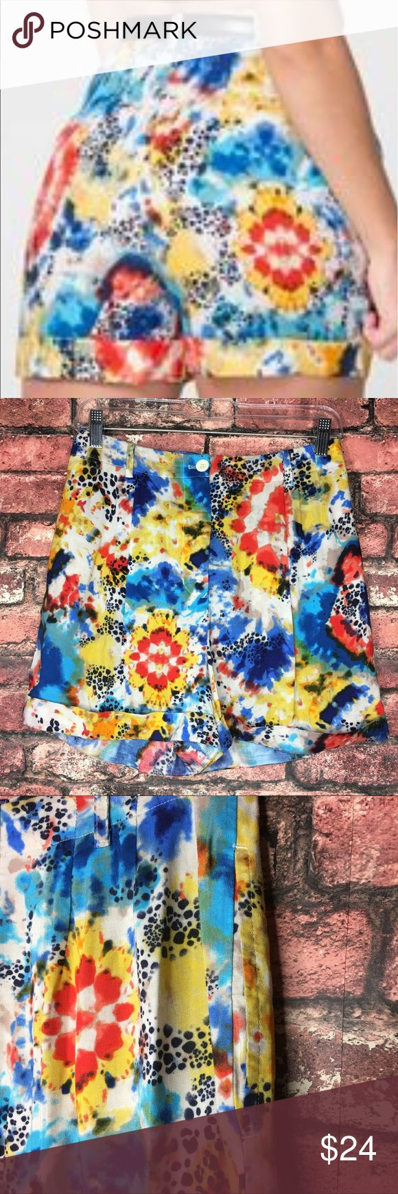 American Apparel Printed Rayon Pleated Cuff Shorts The perfect shorts for the spring and summer time. Great for festivals and vacations. In excellent condition. Waist 13.5 Length 15in Inseam 2.5in American Apparel Shorts