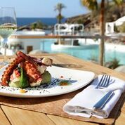 Lunch bei the pool at Hard Rock Hotel Tenerife