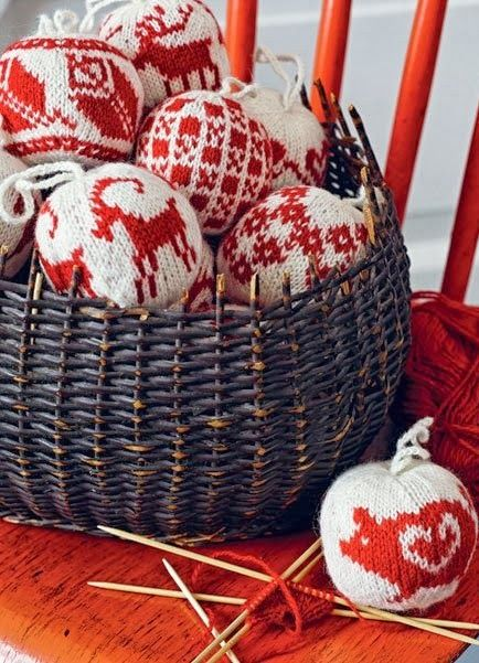 """Авторы книги """"55 Christmas Balls""""  норвежец Arne Nerjordet и швед Carlos Zachrison  в 2002 году основали компанию Arne &Carlos. Компания ..."""