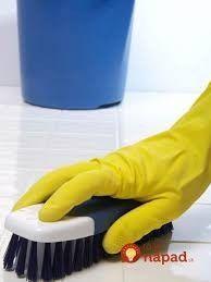 Zabudnite na bielidlo aj ocot: Toto vám vyčistí špáry aj dlaždice ako nič iné, mám na 100% overené!