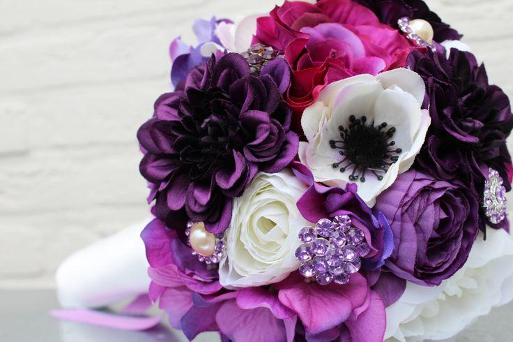 Paars zijdenboeket met broches    Purple brooch wedding bouquet