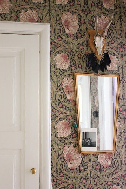 William Morris & Co wallpaper - LOVE!