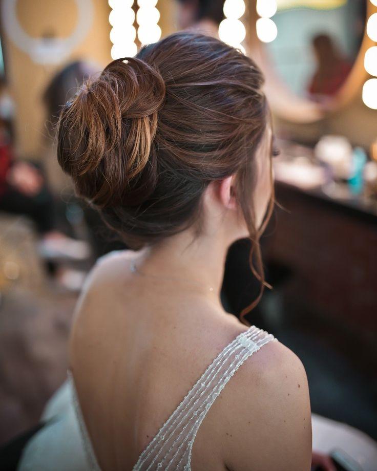 Sade ve şık gelin saçı http://www.basakkuaformakyaj.com/