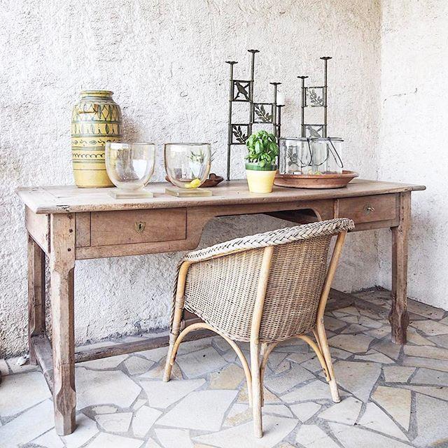 Beautiful styled balcony at @domainedeladame! More pics on my blog www.brockberndfotografie.nl ↲ ⠀ #bergerac #dordogne #wijn #wijnboer #wijngaard #wijnliefhebbers #fransewijn #styling #interieurfotografie #interieur #interiorphotography #wijnranken #wijnliefhebber #interiorstyling #domainedeladame #wijnkasteel #interior #styling #wijnchateau #wijnstokken #brockberndfotografie #kristabrockbernd #photography #fotografie #frankrijk