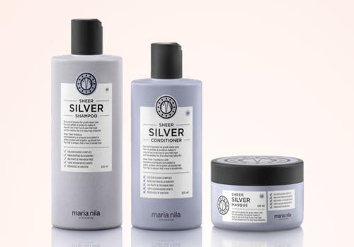 Sheer Silver neutralisiert Gelbstich und verleiht dem Haar frischen Glanz. Dafür sorgen die violette Pigmente und Brombeer-Extrakte der Pflegeserie. Auch graues oder weißes Haar erstrahlt so in neuem Glanz.Finde auch Deinen
