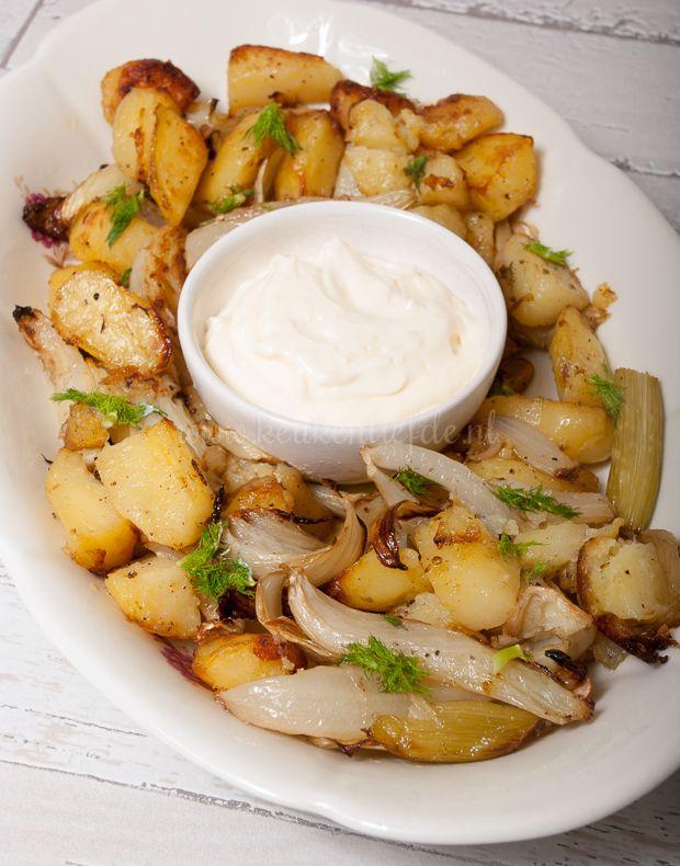 Aardappel en venkel zijn een match made in heaven. Helemaal wanneer je ze roostert in de oven en serveert met een klodder zelfgemaakte aioli. Hemels!