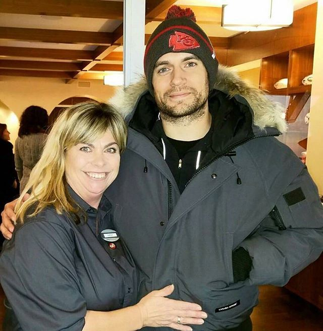 """@Regrann from @henrycavillnews - """"My mom met #superman from superman v batman and I'm asleep by 10 in my dorm room. Why is my mom suddenly cooler than me.."""" 😩😂 Thank you for sharing her pic with @HenryCavill, @MickeyUrfer. That's great that she got to meet him. #KansasCity #chiefskingdom #NFL #Playoffs #ClarkKent #ManofSteel #HenryCavill - #regrann"""