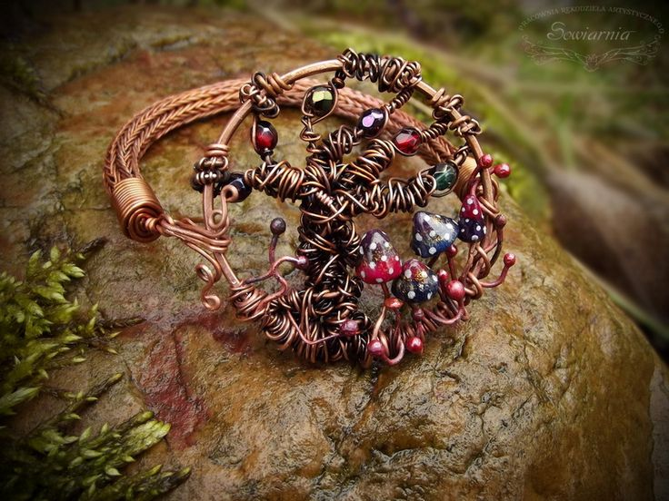 Wire wrapped copper bracelet with viking knit