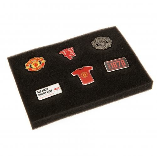 Six metal Manchester United badges featuring various club designs all housed in an executive presentation case. FREE DELIVERY on all of our gifts