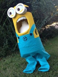 How amazing are these costumes! I'm sure I'd earn a Pinterest 'FAIL' if I attempted it… but she makes it look easy! Craftaholics Anonymous® | How to Make Minion Costumes Tutorial