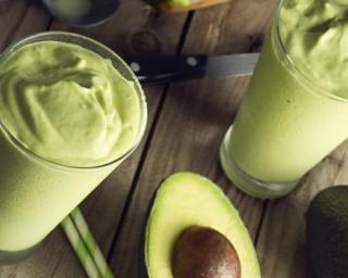 Doce de abacate (crème d'avocat sucrée brésilienne) : http://www.fourchette-et-bikini.fr/recettes/recettes-minceur/doce-de-abacate-creme-davocat-sucree-bresilienne.html