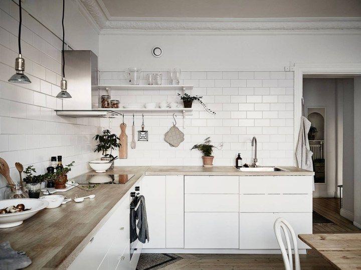 Post: Cocina nórdica con baldosa metro y encimera de madera --> baldosa metro, blog decoración nórdica, cocina nórdica, cocinas blancas, cocinas modernas, decoracion de cocinas, decoración interiores, encimera de madera, estilo nórdico escandinavo