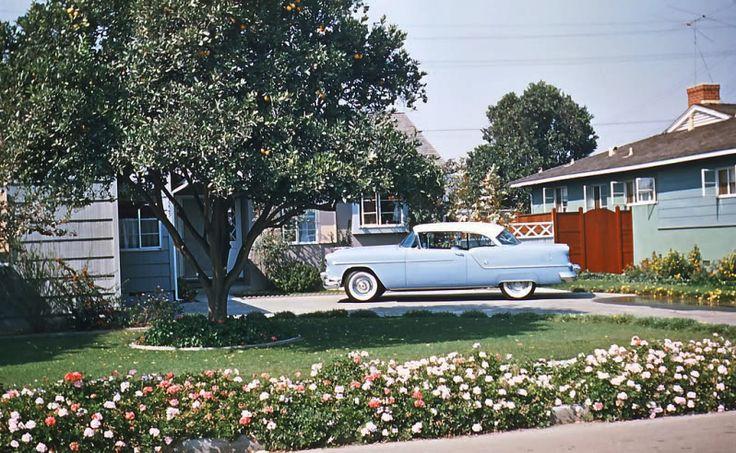 theniftyfifties:  1950s suburbia.