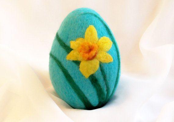 felt egg daffodil