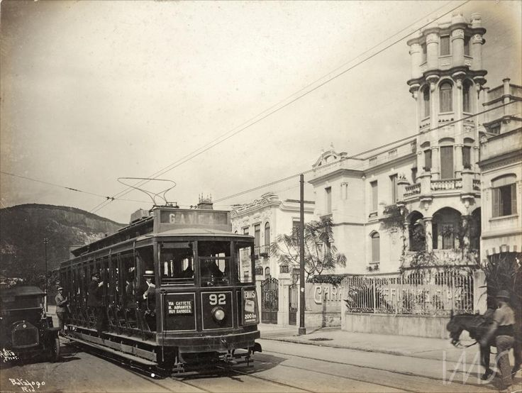 """Navegação por autor """"Malta, Augusto"""" Bonde circulando pelo bairro de Batafogo cerca de 1920"""