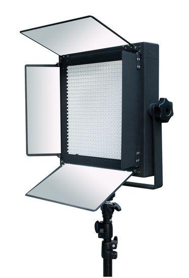 Bresser LED LS-600 LED 38W/5.600LUX Studiolamp  Bresser LS 600 LED Studiolamp 38W/5.600LUX  Beschrijving:  Bresser is een grote speler in de ontwikkeling van hoogwaardige LED lampen voor de foto en video studio. Doorlopend worden deze nieuwe ontwikkelingen in hun modellen toegepast. De BresserLED lampen vallen op door hun grote en egale lichtopbrengst over het gehele bereik dit komt door het gebruik van hoogwaardige half geleide materialen.  Bij veel leveranciers wordt van de standaard…