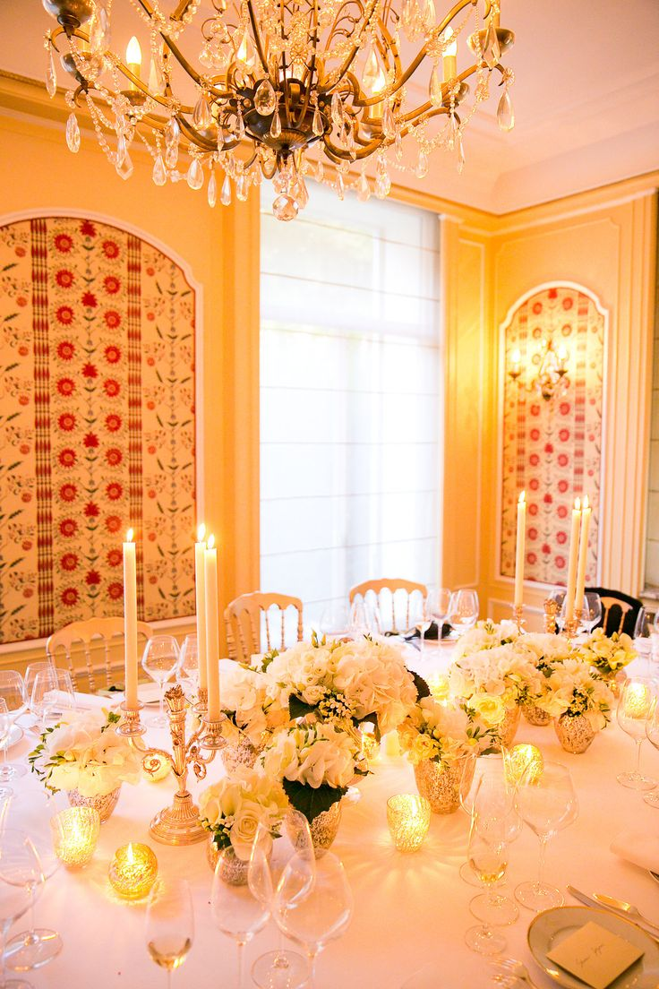 Beautiful table decor in white.  Photography by: Le Secret d'Audrey