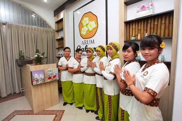 Arum Gaharu was established in 2014, with the concept of beauty treatments that upholds