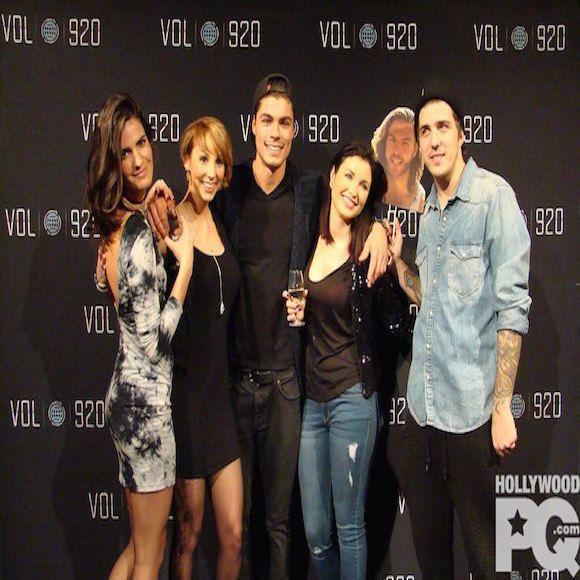 Audrey et Carl, le premier couple officiel de Vol 920 – Entrevue exclusive | HollywoodPQ.com