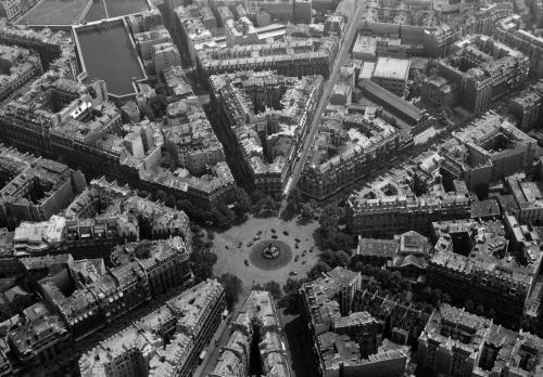 Vue aérienne de Paris : la place Victor-Hugo et les réservoirs de Passy, 16ème arrondissement, Paris. | Paris Musées