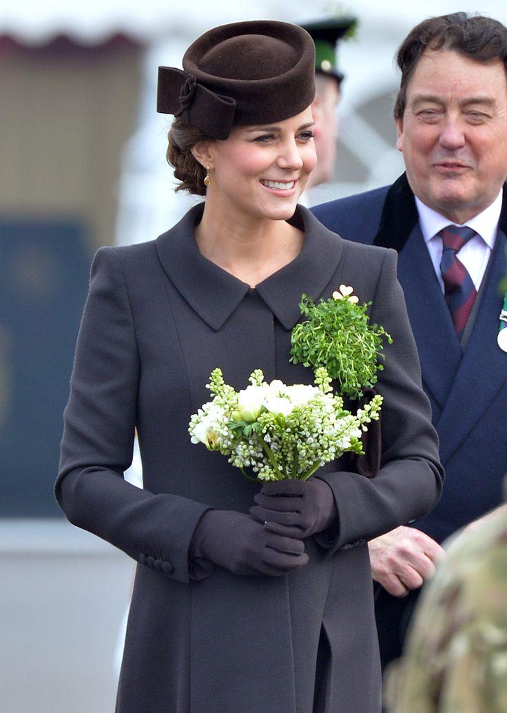 ¿Nuestro atuendo favorito de St. Patrick's Day? El abrigo #CatherineWalker de la Duquesa de Cambridge, #KateMiddleton