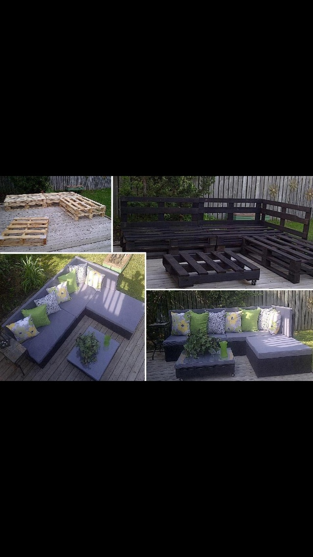 Backyard patio seats made out of wooden pallets.