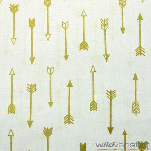 Stof: Katoen Samenstelling: 100% Katoen Breedte: 110 cm Kleur: Wit Afmeting afbeelding: 17 op 17 cm   De pijlen zijn bedrukt met een gouden glitter....