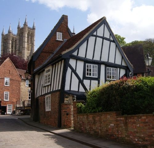 The Crooked House in Lincoln's Cathedral Quarter. Lincoln, UK