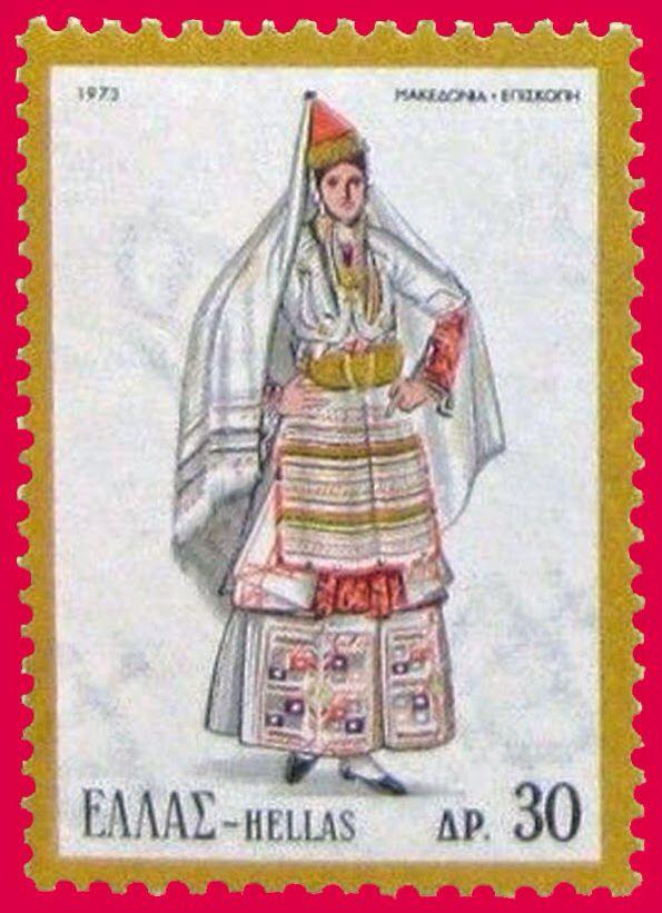 Η γυναικεία φορεσιά των χωριών του κάμπου της Νάουσας  αποτελείται από :  Πουκάμισο (κουσούλι) Καβάδι που φοριέται πάνω από το πουκάμισο και κάτω από τον σαγιά Σαΐκ (Μανικωτός χειμωνιάτικος επενδύτης Σαγκία (Μανικωτός καλοκαιρινός επενδύτης) Πρόσθετα μανίκια από σαγιά  Ζωνάρι (ομπρεγκάτς), φοριέται στη μέση πάνω απ' το σαγιά και είναι υφαντό στον αργαλειό. Η ποδιά (πριγκάτς) είναι μάλλινη, φτιαγμένη από δύο φύλλα υφάσματος ενωμένα οριζόντια Τραχηλιά (ογκαρλία), είναι μεταξωτή, υφαντή…