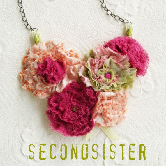 I love love love this pink flower necklace