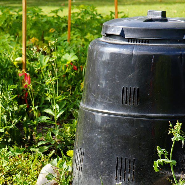So you want to get started composting but you don't want to build your own bin. Fortunately, there's a wide variety of composters designed for backyard use.