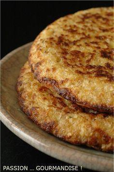 GALETTES AUX FLOCONS D'AVOINE Pour 5 galettes (épaisses et cuite dans une poêle à blinis) Préparation 5 min Cuisson : 3-4 min par galette 30 cl de lait de soja 1 tasse (250 ml) de flocons d'avoine 2 oeufs 2 cuillères à soupe de Gomasio (sel de sésame en magasin bio) sel poivre du moulin