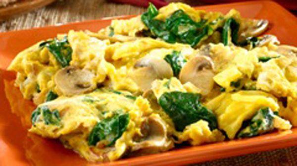 El desayuno es la comida más importante del día, además de que al hacerlo estarás activando tu metabolisto de forma natural. Este desayuno para bajar de peso es a base de champiñones y huevo con espinaca. Ingredientes 1 cucharada de aceite de oliva 1 taza de champiñones 2 tazas de espinaca 1…