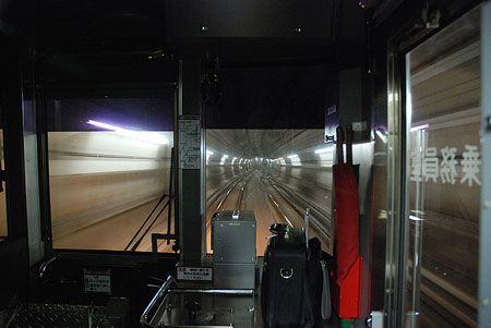 """複線分の太い""""チューブ""""を走ってゆく。完全な人工の車窓は、不思議と美しい。2015/1 六本木一丁目駅~溜池山王駅 東京メトロ南北線A1602K鳩ヶ谷行 車窓(3000系)書評・・・・・基礎を振り返ることの大切さ。どんな仕事をしていても、必ず基礎が大事だと感じる時が繰り返し訪れる。今ではもう古くなり改版を重ねたこの本も、コアの部分は変わっていないことだろう。初心を思い出させてくれるという面でも、基礎を振り返るのは、いい..."""