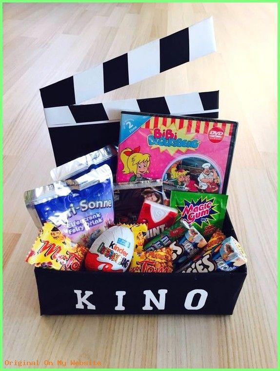 Geburtstagsgeschenkideen Mama: Kinogutschein in einer Schachtel als Geschenk #kino #gutschein… – Lena Degner