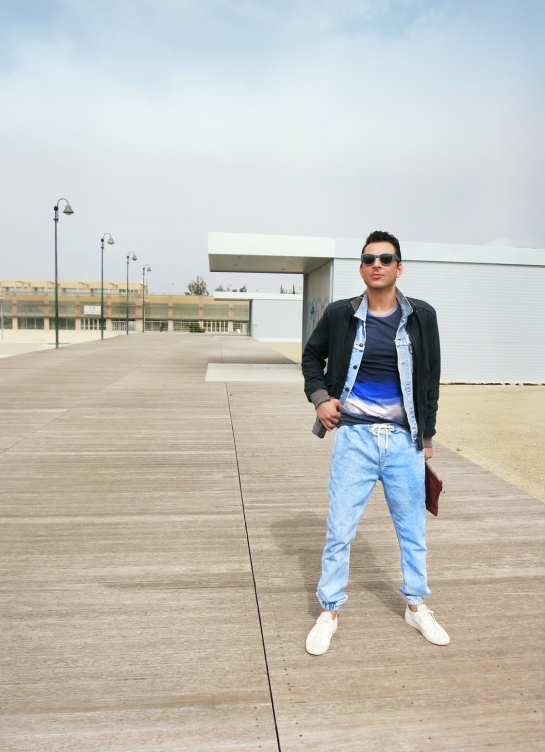 look of the day on the blog, goosecraft blue bomber, religion T-shirt, bleached Topman trousers, vintage Levis jacket, Balenciaga pouch,