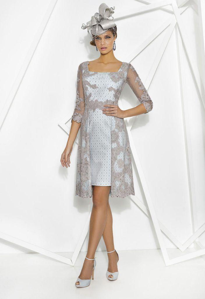 DONNA 7747 Vestido corto de fiesta con manga francesa en satén y encaje combinado tipo plumetis y floral. Detalle falda recta y sobrefalda y escote cuadrado