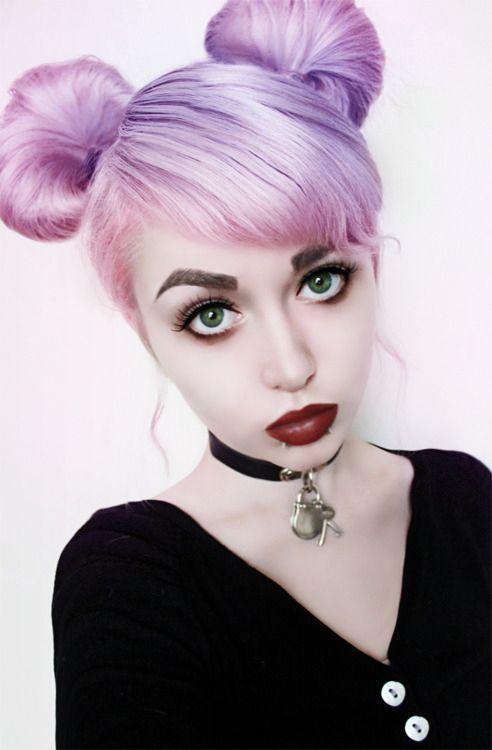 Cheveux lilas et rose pastel                                                                                                                                                                                 Plus                                                                                                                                                                                 Plus