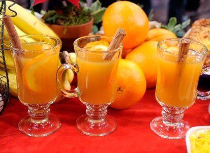 Апельсиновый чай https://foodmag.me/apelsinovyj-chaj-2  Время приготовления: 30 мин. Сложность приготовления: Очень просто Колорийность: 175 Ккал Количество порций: 4 Количество ингредиентов: 5  Ингредиенты: абрикосовый джем – 2 ст. л.,. апельсин – 2 шт. крупный изюм – 80 г. пакетики черного чая – 2 шт. сок апельсиновый – 600 мл.  Этапы приготовления: Чайные пакетики залить 300 мл кипятка, оставить на 10 минут, затем пакетики удалить. Изюм промыть, положить в чай, оставить на 10 минут…