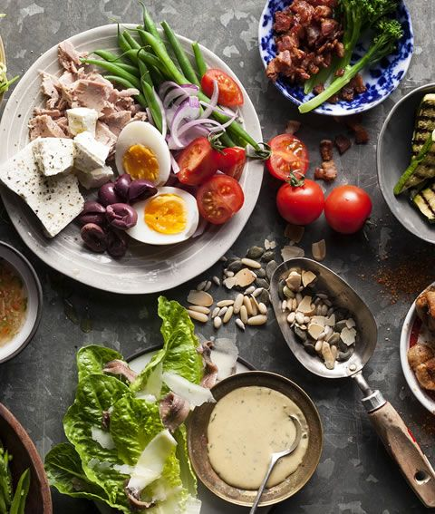 Think you know what a superfood is and isn't? We've narrowed down a selection of The Real Superfoods, foods that are nutritious, delicious and inexpensive.