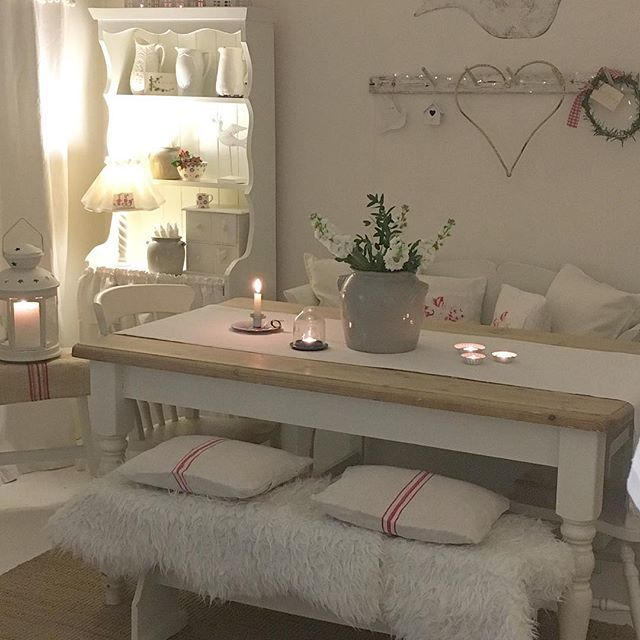 Good evening lovelies ‍♀️. I hope you are all well #winter #myhome #paleinterior #grainsack #paintedfurniture #december #candles #confitpot