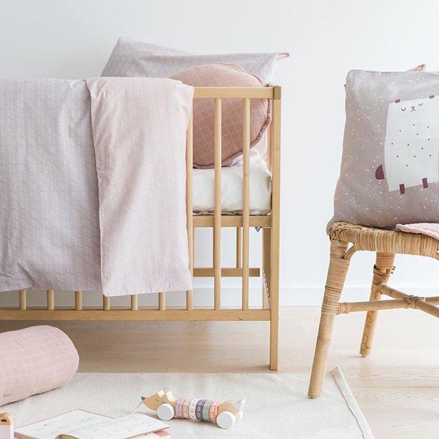 Los domingos son para descansar en una cama deshecha y suaaave. ¡Recordad que hoy es nuestro último día de rebajas! Hasta 50% de descuento en artículos seleccionados... Feliz Domingo bandid@s! 💕   #bandidekids #lascamasestanparadeshacerlas #kidsdeco #rebajas #sale #decoinfantil #babyroom #bandidebaby #nurseryroom