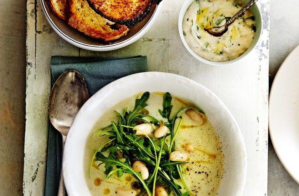 soep van bloemkool en rucola met mascarpone en olijfolietoast met cannellinidip