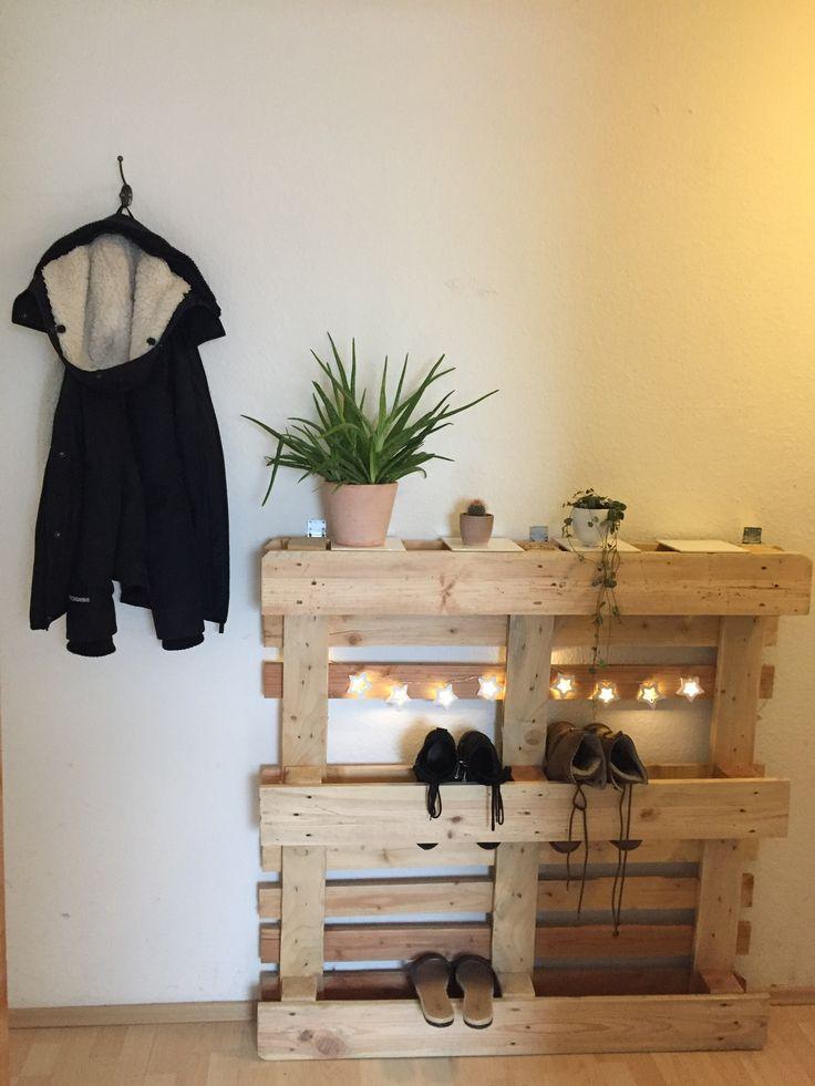 die besten 25 schuhregal paletten ideen auf pinterest diy schuhaufbewahrung diy schuhregal. Black Bedroom Furniture Sets. Home Design Ideas