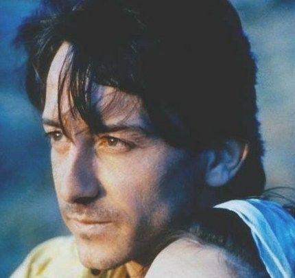 Jean-Hugues Marie Emile Anglade (1955). Il est né dans les Deux-Sèvres. Il suit les cours d'Antoine Vitez au conservatoire et débute au cinéma en 1981 dans : L'indiscrétion, mais ce sera le film de Patrice Chéreau : L'homme blessé qui le fera connaître,...