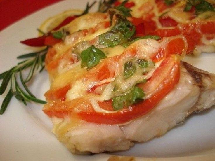 ИНГРЕДИЕНТЫ Филе рыбы - 700 г (у меня судак) Помидор - 2 шт сметана 1 ст.л. майонез 1 ст.л сыр твердый 100 гр соль,перец и зелень по вкусу. СПОСОБ ПРИГОТОВЛЕНИЯ Рыбу нарезать небольшими кусочками…